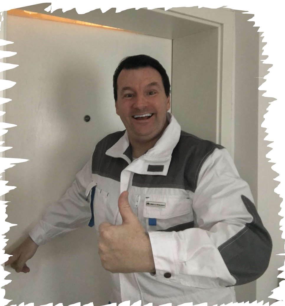 Schlüsseldienst Eschweiler Monteur Karl - Für ihn ist jede Tür Öffnung ein Abenteuer - Tausende Danksagungen in seinen Bewertungen sprechen für sich